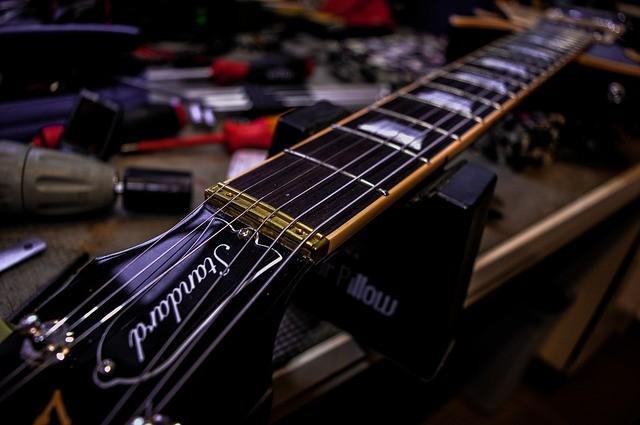 guitar-1995031_640_800x800
